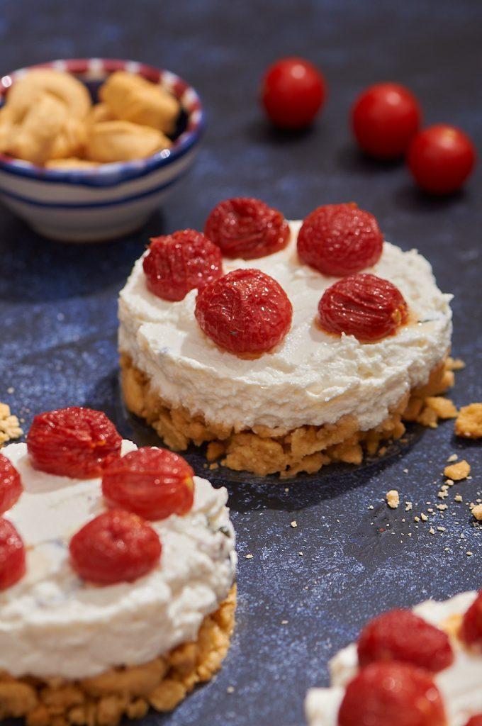 Cheesecake di ricotta con ciliegini confit